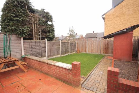 3 bedroom terraced house to rent - Conyers Close, Woodford Green, IG8