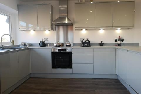 2 bedroom apartment to rent - Crockhamwell Road, Woodley, RG5