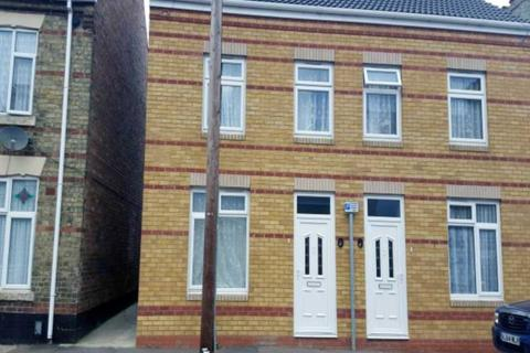 3 bedroom semi-detached house to rent - Central, Peterborough