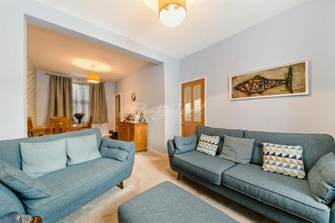 2 bedroom terraced house for sale - Bushberry Road, Hackney, E9
