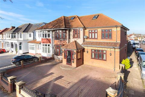 5 bedroom end of terrace house for sale - Lord Avenue, Clayhall, Ilford, IG5