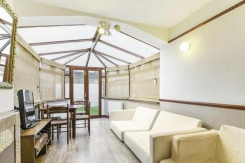 4 bedroom detached house to rent - Kellino Street, Tooting, London, SW17 8SY