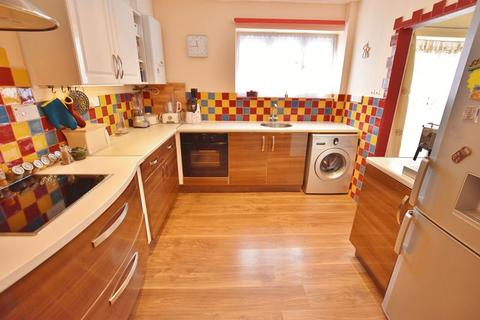 3 bedroom end of terrace house for sale - Foxhill Road, Eccles
