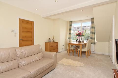 1 bedroom flat for sale - Disraeli Road, Putney