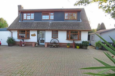 4 bedroom chalet for sale - Yew Tree Road, Hayling Island