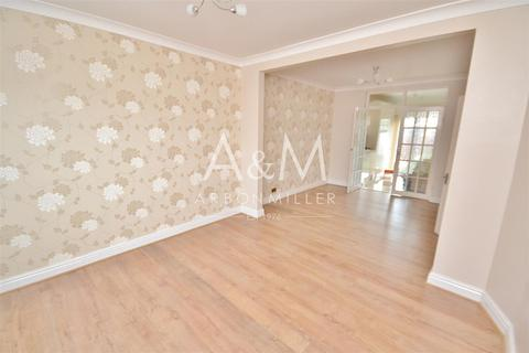 4 bedroom house to rent - Newcastle Avenue, Hainault