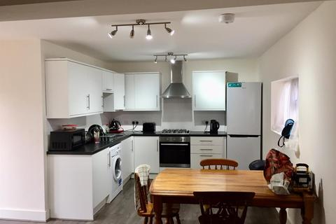 4 bedroom house to rent - Forfar Road, Wood Green, N22