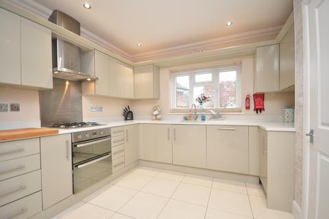 4 bedroom detached house to rent - Hillground Gardens South Croydon CR2