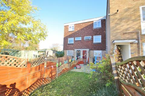 2 bedroom maisonette for sale - Purcell Close, Stanford-Le-Hope