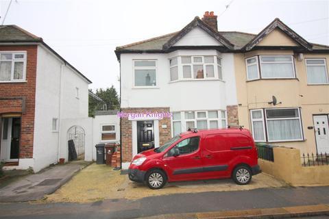 4 bedroom semi-detached house to rent - Eldred Road, Barking IG11
