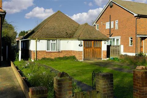3 bedroom detached bungalow for sale - London Road, Epsom, Surrey