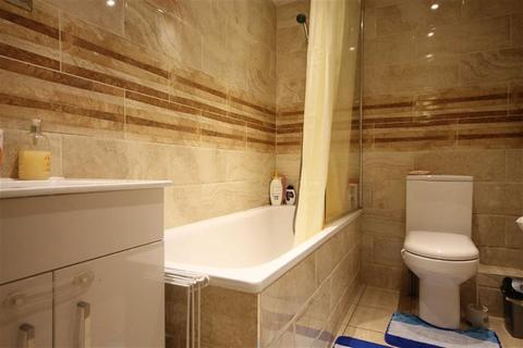 2 bedroom flat to rent - Summerhill Road, London