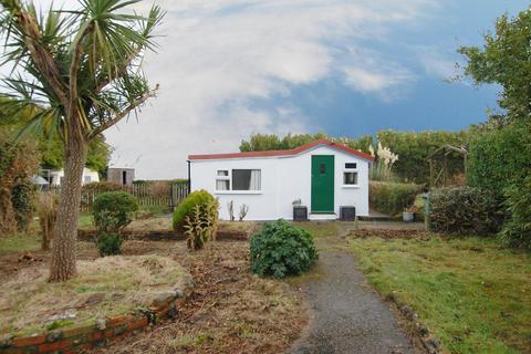 2 bedroom detached bungalow for sale - Mundesley Road, Overstrand