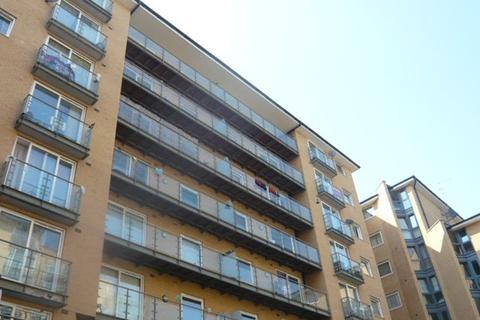 2 bedroom flat to rent - Berberis House, Feltham