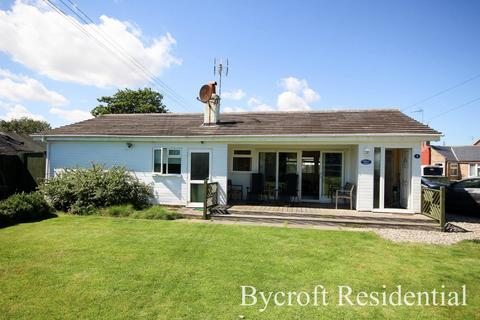 3 bedroom detached bungalow for sale - The Promenade, Great Yarmouth