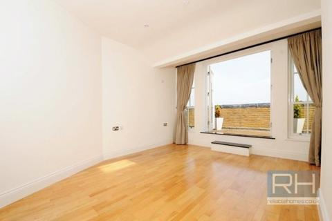 2 bedroom penthouse to rent - Royal Drive, London, N11