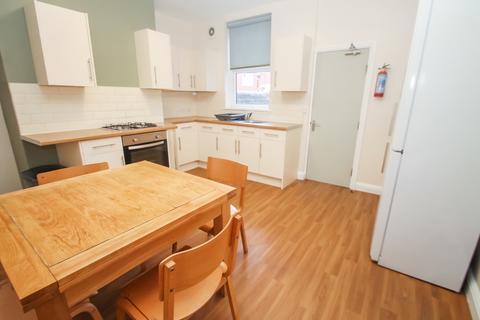 3 bedroom end of terrace house to rent - Stanley Avenue, Harehills