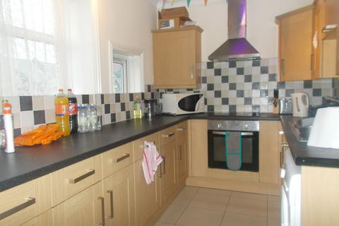 4 bedroom apartment to rent - Portswood Road