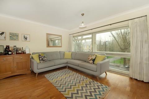 2 bedroom apartment to rent - Oak Tree Close, W5