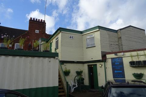 2 bedroom flat to rent - Flat X, 41 Warwick Road