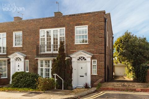 3 bedroom semi-detached house to rent - Merlin Close, The Martlets, Upper Drive, Hove, BN3