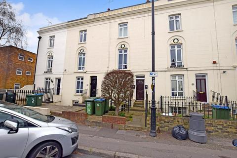 Studio to rent - Henstead Road, Southampton, Hampshire, SO15 2DE