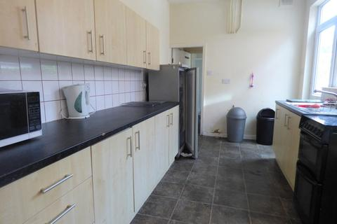 5 bedroom end of terrace house to rent - Fosse Road South, Leicester