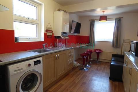 4 bedroom flat to rent - Imperial Avenue, Leicester