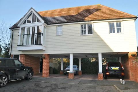 2 bedroom ground floor maisonette for sale - Lambourne Chase, Great Baddow, Chelmsford, Essex