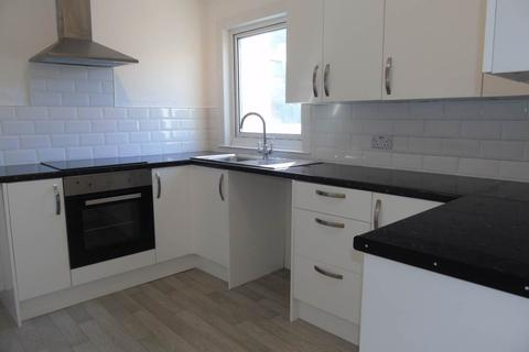 2 bedroom flat to rent - South Road, Newhaven,