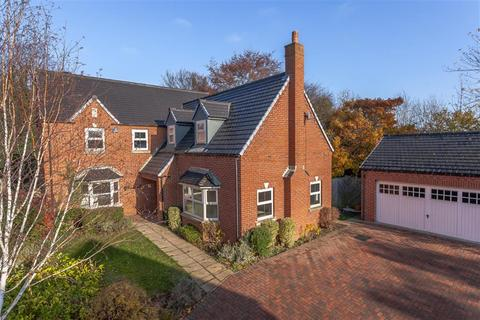 5 bedroom detached house for sale - Greystone Park, Leeds, LS25 3AS