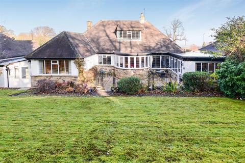 3 bedroom bungalow for sale - St. Giles Garth, Bramhope, Leeds, LS16 9BD