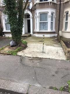 Parking to rent - Northbrook Road, Ilford, IG1
