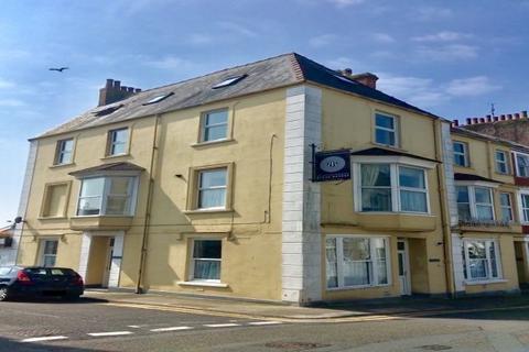 2 bedroom flat to rent - Hilton Flats, Tenby