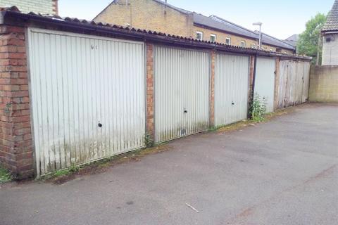 Garage to rent - Church Street, Tovil, Maidstone