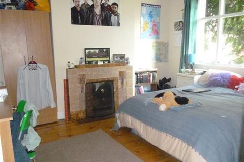 4 bedroom semi-detached house to rent - Buckingham Avenue, Hyde Park, Leeds, LS6 1DJ