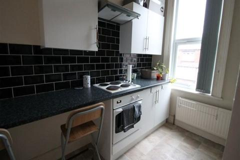 Studio to rent - Manor Terrace, Hyde Park, Leeds, LS6 1BU