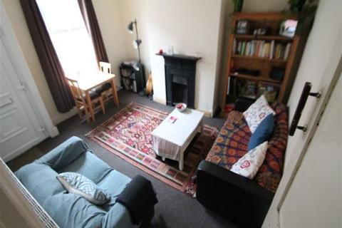 2 bedroom flat to rent - Harold Avenue, Hyde Park, Leeds, LS6 1PT