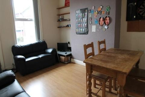 4 bedroom terraced house to rent - Royal Park Grove, Hyde Park, Leeds, LS6 1HQ
