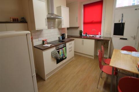 3 bedroom terraced house to rent - Hessle Mount, Hyde Park, Leeds, LS6 1EP