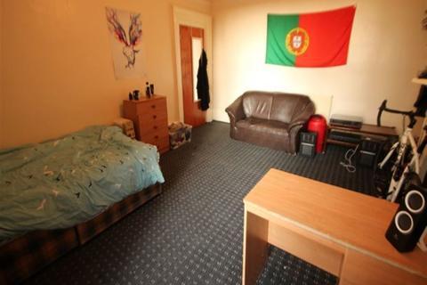 8 bedroom terraced house to rent - Cardigan Road, Hyde Park, Leeds, LS6 3BJ