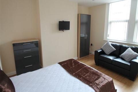 Studio to rent - Estcourt Avenue, Headingley, Leeds, LS6 3ES