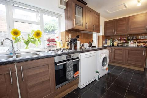 8 bedroom terraced house to rent - Oak Tree Lane, B29