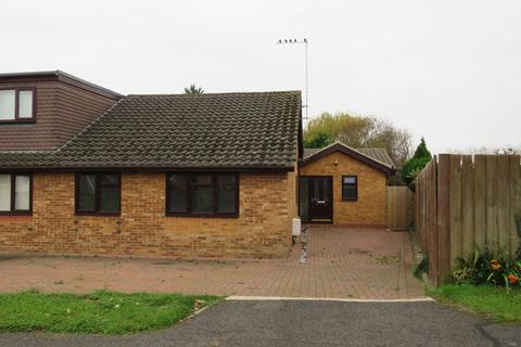 3 bedroom bungalow for sale - Stockwell Avenue, Wootton, Northampton, NN4
