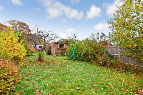 2 bedroom detached bungalow for sale - Dargets Road, Lords Wood, Chatham, Kent