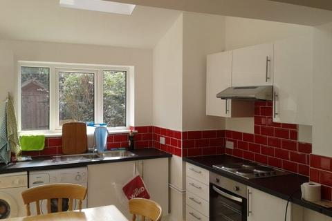 6 bedroom semi-detached house to rent - Pershore Place, Coventry,