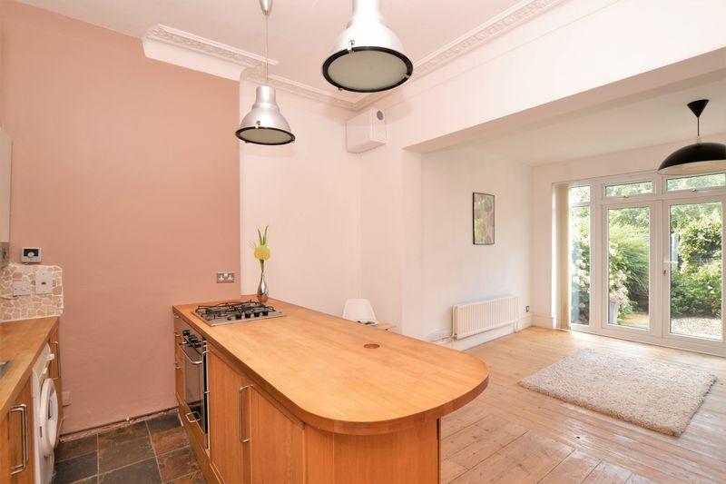 Arcteryx 850 Loft Looks Flat: Farquharson Road, West Croydon 1 Bed Apartment