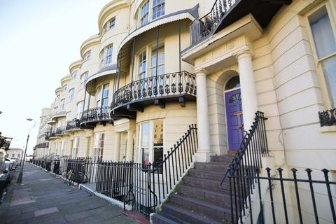 Studio to rent - Regency Square, Brighton