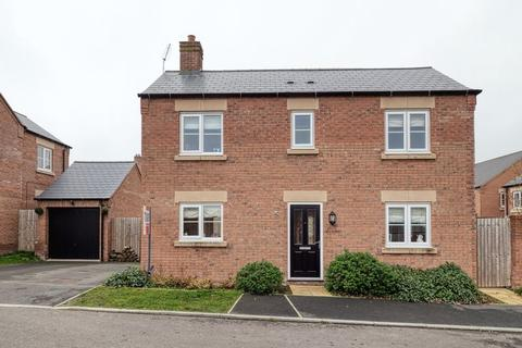4 bedroom detached house for sale - Matterhorn Close, Biddulph, Staffordshire, ST8 7FJ