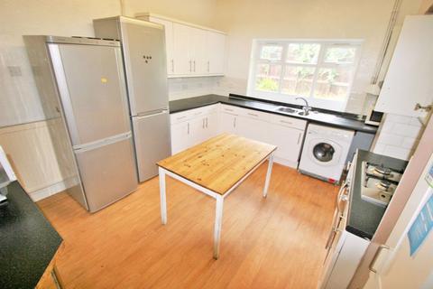 7 bedroom semi-detached house to rent - Moor Park Drive, Headingley, LS6 4BX